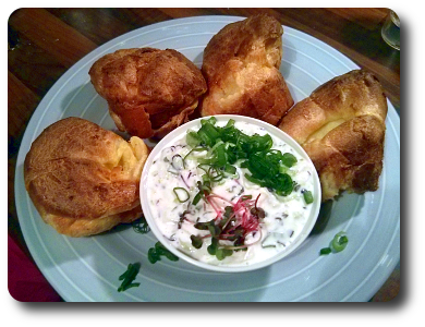 Yorkshire Pudding mit Räucherforellencreme